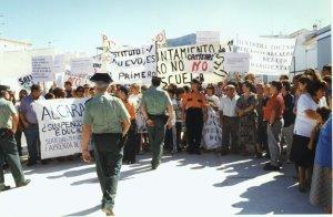 Manifestaci�n contra las canteras en la visita de Javier Arenas